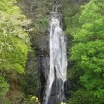 waterval aan de andere kant van de grot