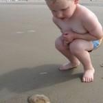 op onderzoek op het strand